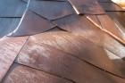 Dauwdruppels op organisch stalen dak voorzien van onderdak, ecologische isolatie, dampscherm