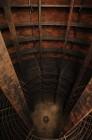 Stalen konstruktie van ijzeren ringen in leggers. Montage gebeurde volledig d.m.v. klinknagels. Diameter ca.4m, diepte ca.4,5m.