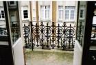 Balkons werden volledig gedemonteerd, gebroken delen hersteld en nabehandeld (te Brussel)