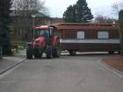 Na herstelling dak is de woonwagen klaar voor transport en wordt de binnenkant op een andere lokatie verder gerestaureerd