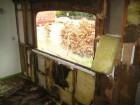 Erbarmelijke toestand binnenkant Buggenhoutse woonwagen