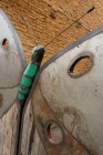 Vlinder-poort: smeedwerk, recuperatiehout (azobé), cortenstaal, recup ijzer