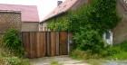 Gesloten poort voor binnenkoer met deur. Staal, Cortenstaal en recup hout azobé