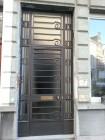 Voordeur te Antwerpen, Jansen-profielen, dubbele beglazing 1,1 Kw, smeedwerk art-deco